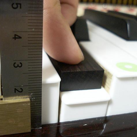 鍵盤の高さ深さ調整