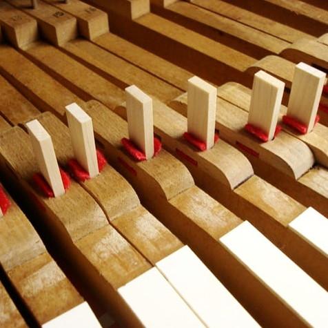 鍵盤ブッシングフェルト交換 35,000円(税込)※ピアノドック時適用料金