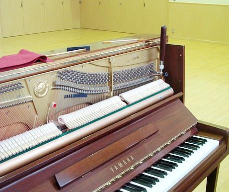 木目調ピアノ