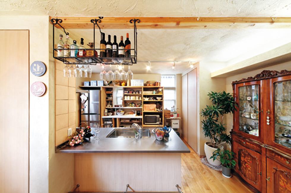 大きなカウンターキッチンは、イタリアンの厨房に、寿司バーにと大活躍
