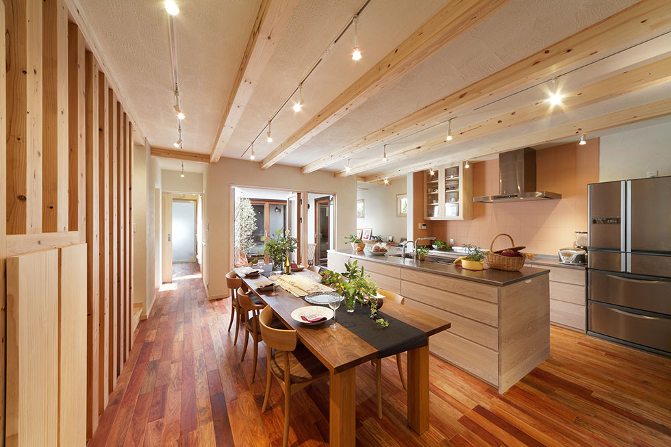珪藻土の壁に無垢材、Ⅱ型のオリジナルキッチンなど、Oh!の魅力が満載