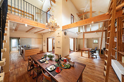 2階は子ども室と収納のみ。家族が一日の大半を共に過ごす1階の快適さを追求