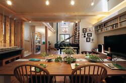 グランドピアノの設置を考慮した2階LDKは、ゆとりあふれる空間に