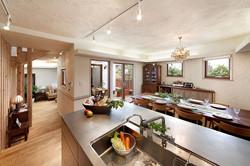 開放感あふれる2階の住空間。II型キッチンはOh!のオリジナルデザイン