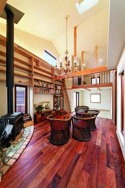 思い出深いシンガポールの旧ラッフルズホテルから発想を得たリビング