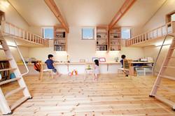 子ども室は将来3室に仕切って使えるように、窓や梁の配置にも一工夫