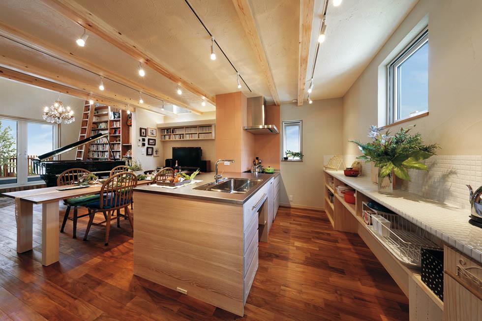 Ⅱ型のオーダーキッチンは家族の身長や収納物にぴったりのデザイン