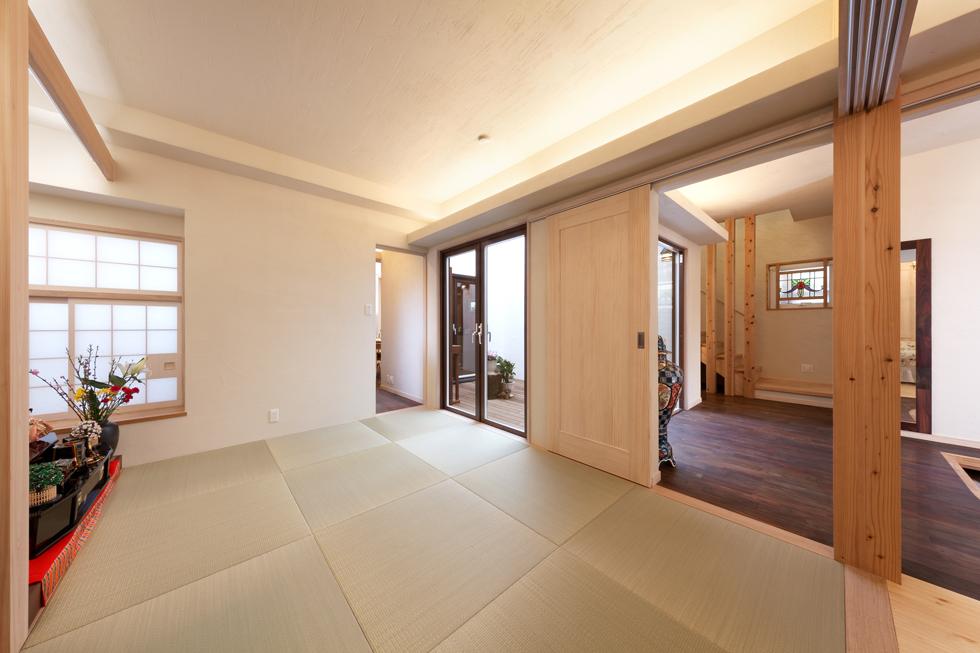 多目的に使える和室(仏間)を目指し、明るくシンプルなデザインに