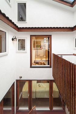 熱損失も考慮の上、窓を極力大きくして中庭効果を存分に