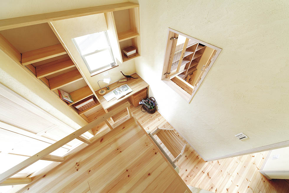 子ども室は将来、造作ベッドと下部の収納を撤去して隣の書斎と一体にもできる