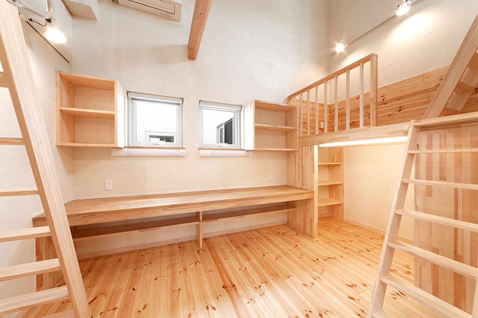 立体構成の子ども室。引き戸をオープンにすれば、LDKと一つながりに