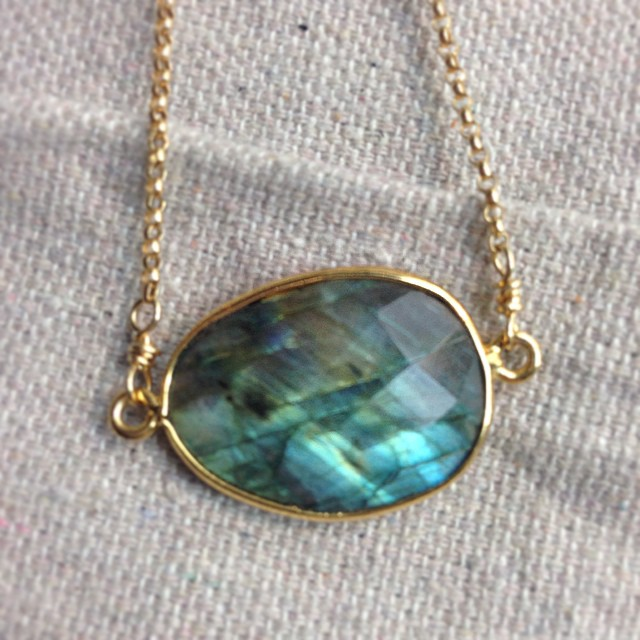 Oh how we love these beautiful stones! ❤️ #stone #labradorite #powerstones #necklace #beautiful #sty
