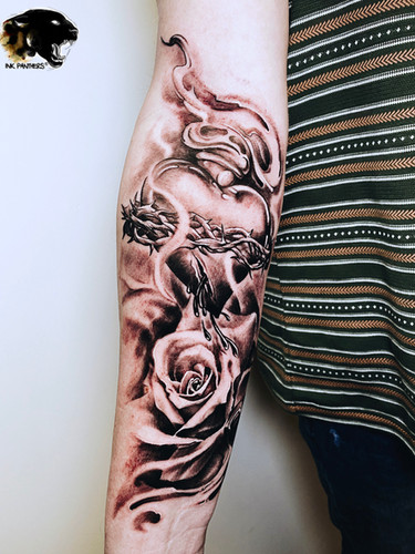Artur Stec - heart barbewire Panthers Echt Tattooshop Limburg Tattoo