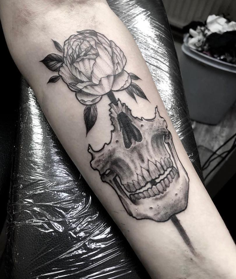Ivan - tattoo skull rose Ink Panthers Echt Tattooshop Limburg Tattoo