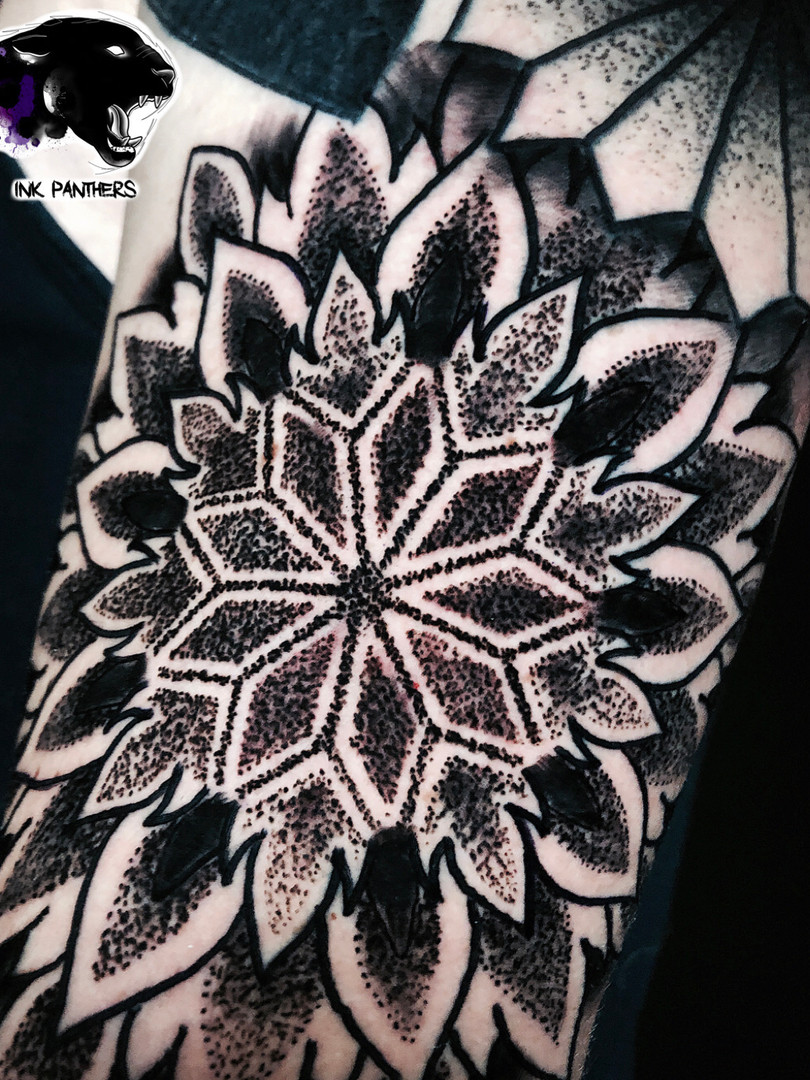 Rocky - dot mandala Ink Panthers Echt Tattooshop Limburg Tattoo