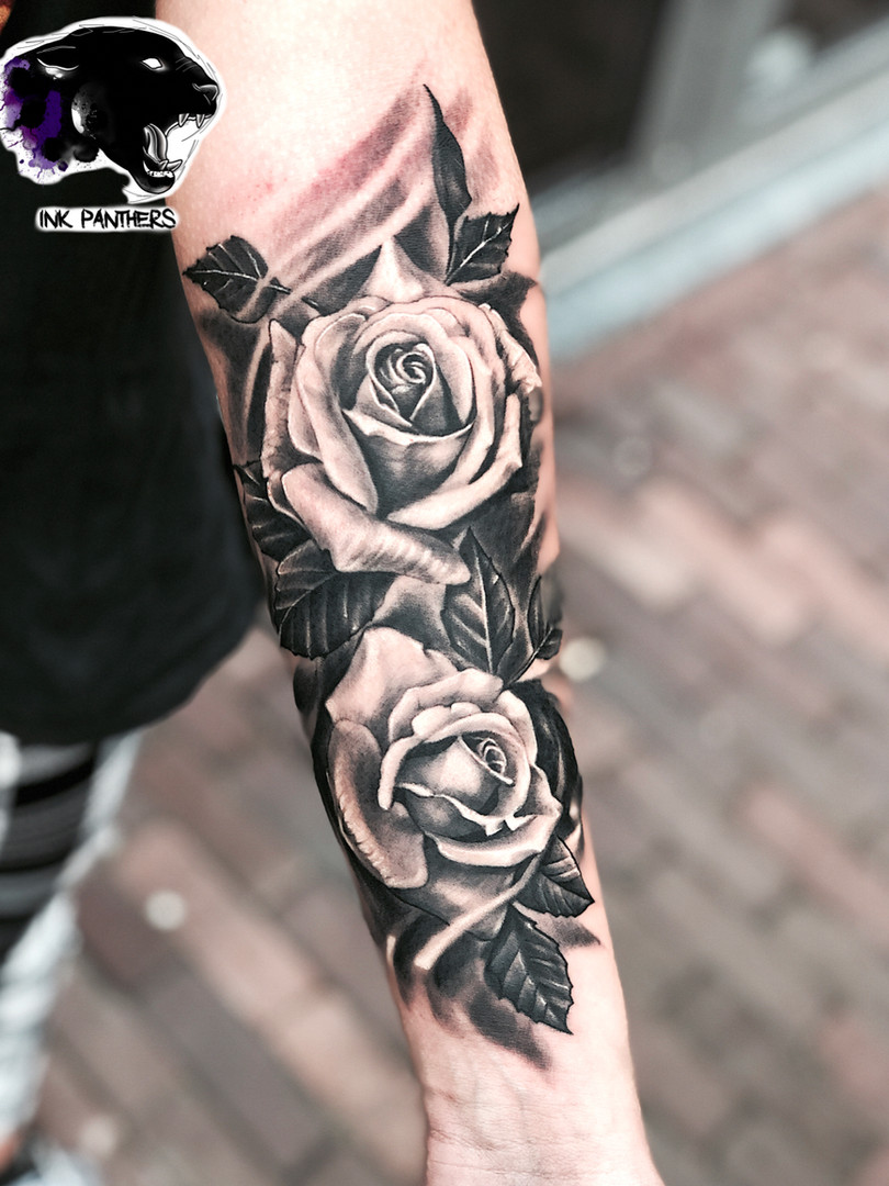 Artur Stec - Roses - Ink Panthers Echt Tattooshop Limburg Tattoo