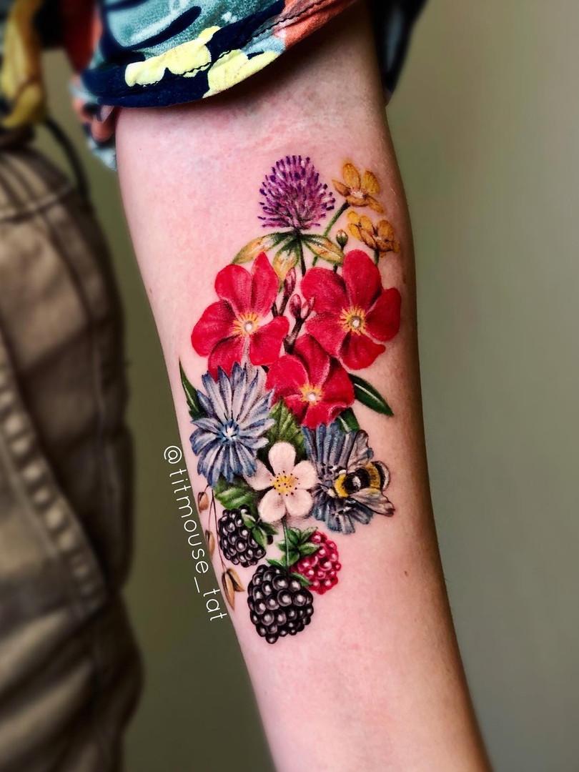 Jennifer / Titmouse - Flowers / kleuren bloemen - tattoo Ink Panthers Echt Tattooshop Limburg Tattoo