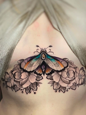 Beau - Sternum moth - Ink Panthers Echt Tattooshop Limburg Tattoo