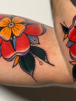 Rocky - traditional bloem mandala tattoo Ink Panthers Echt Tattooshop Limburg Tattoo