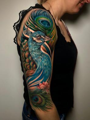Jennifer / Titmouse - creative realisme - pauw - peacock - Ink Panthers Echt Tattooshop Limburg Tattoo