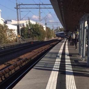 Ledstråk på tågperrong