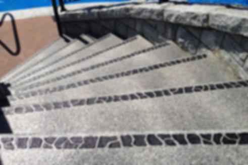 Akepox som kontastmarkering och halkskydd stentrappa