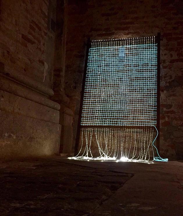 Valeria Manfredda, Penelope, Legno, fibra ottica, 180x100x 4,5 cm. 2016