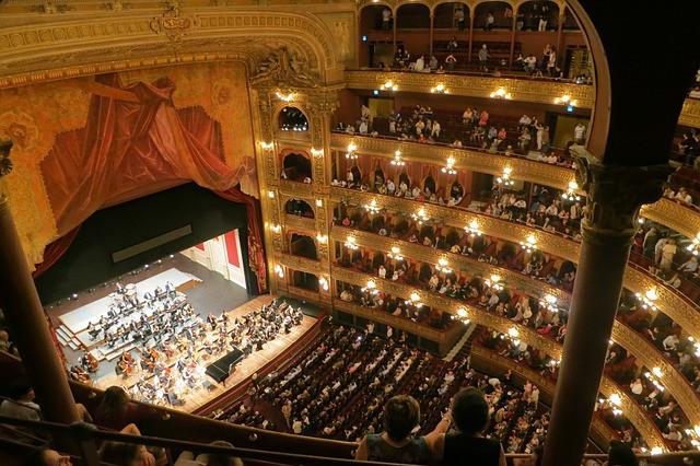 opera-594592_640