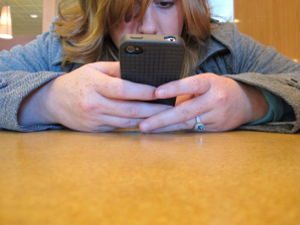 Texting_closeup