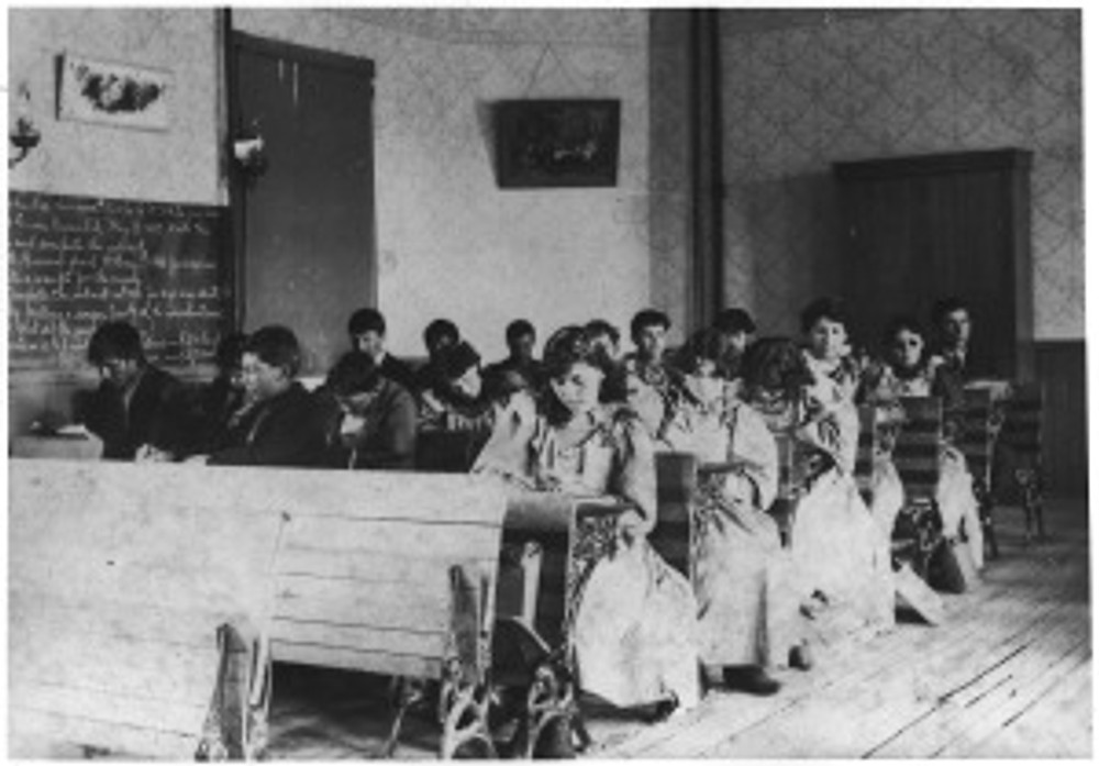 Students_in_classroom_-_NARA_-_285401