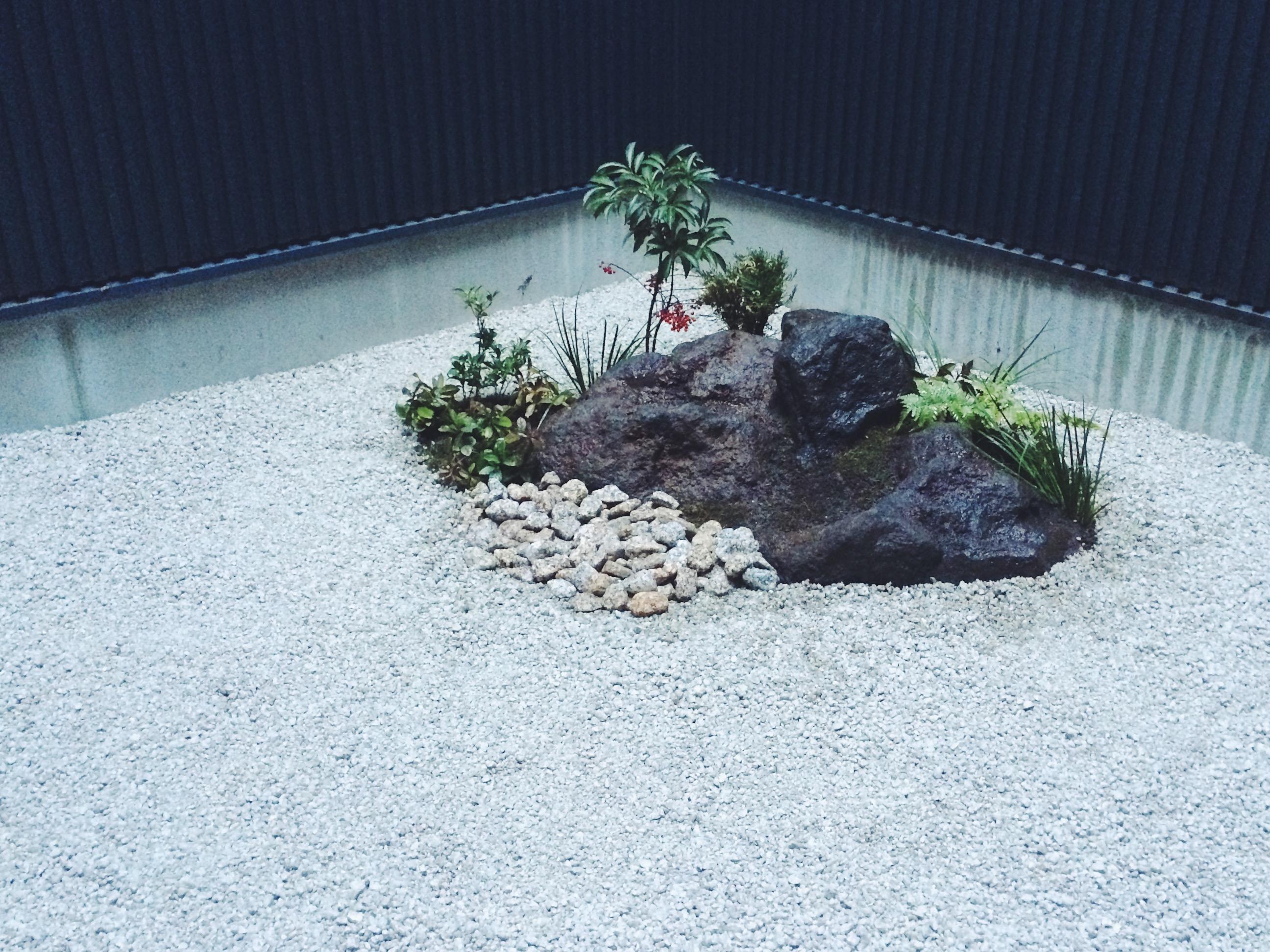 モードスタイルの坪庭