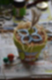 Gartendeko - Krabbehöle mit Holzwolle
