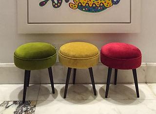 Round three-legged stool - mustard velve