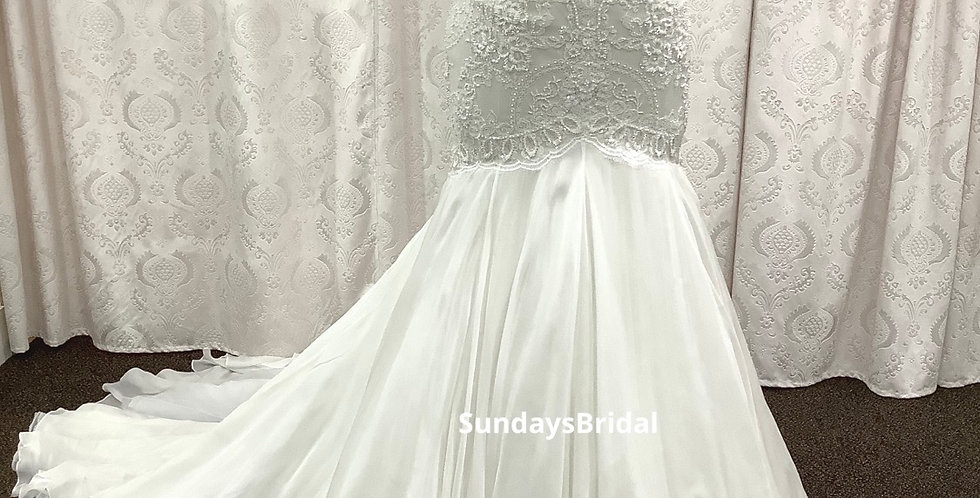 9425, Watters 2075b size 18 ivory-oyster