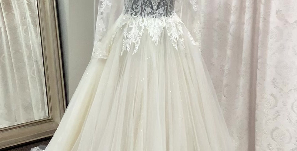 0693, Private Collection 4081 size 6, 12, 18 ivory-light gold