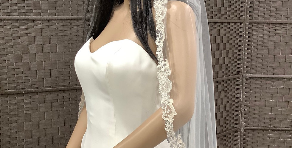 VE004 Fingertip 1 layer lace edge ivory
