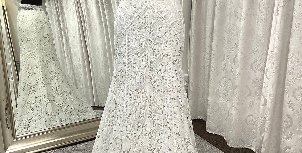9771, Watters size 4 ivory-oyster