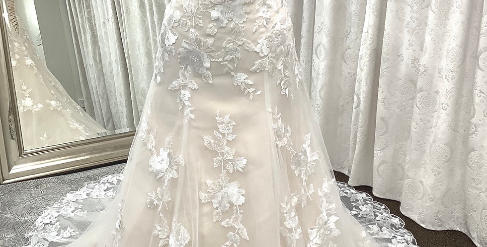 9729, Private Collection size 12 ivory-champagne