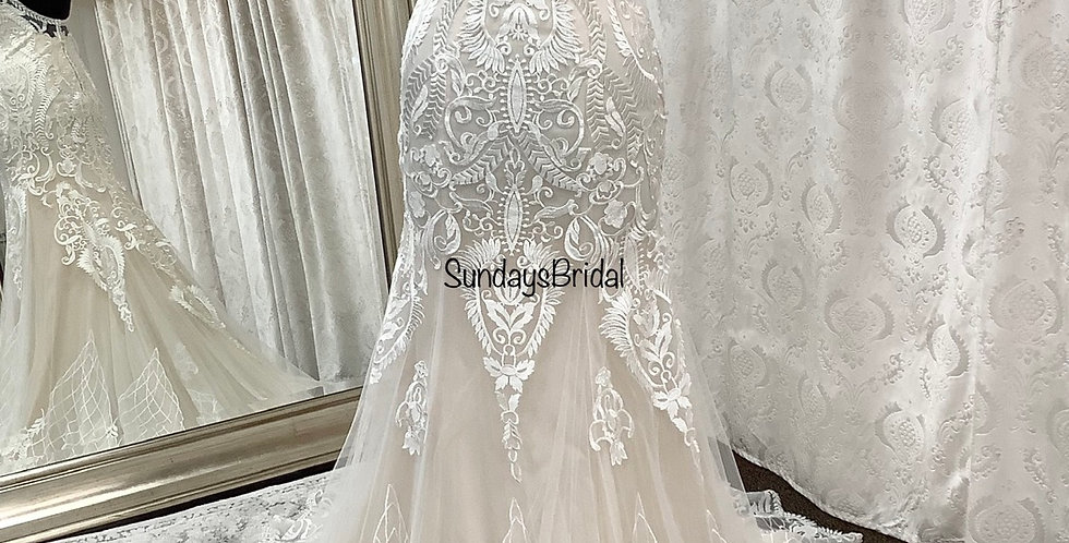 9310, Private Collection 8952 size 6 ivory-blush