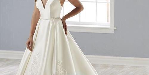 9739, Christina Wu 18142 size 4 white