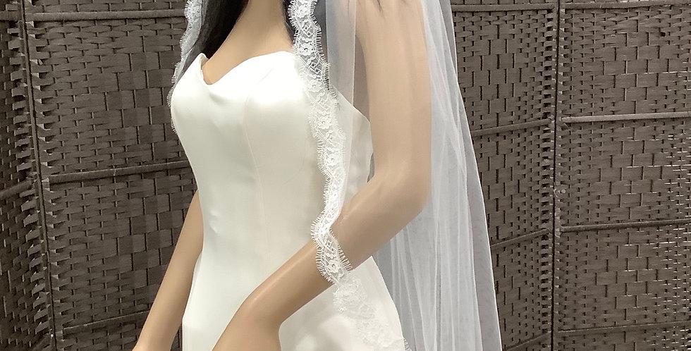 EV116 1 layer knee length diamond white