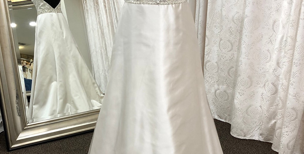 9066, Cassidy Sara D601 size 4 pearl