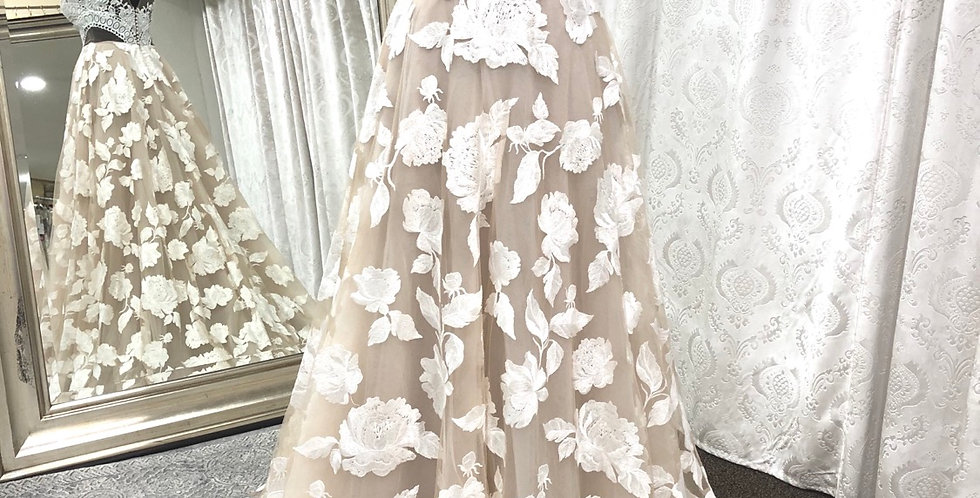 9772, Willowby 31713 size 4 ivory-champagne