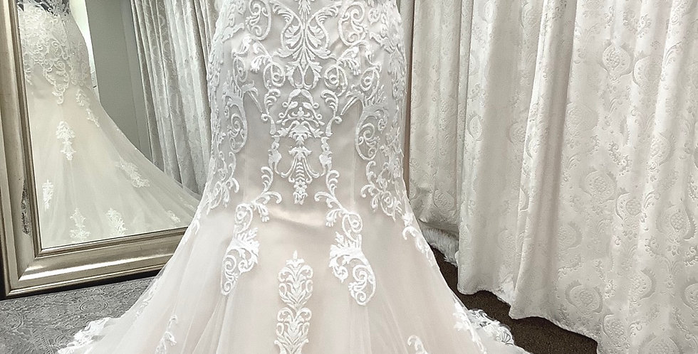 9339, Private Collection 8182 size 12, 18 ivory-blush