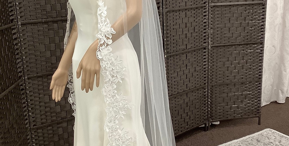 EVDS5001, 1 Layer floor length lace edge ivory