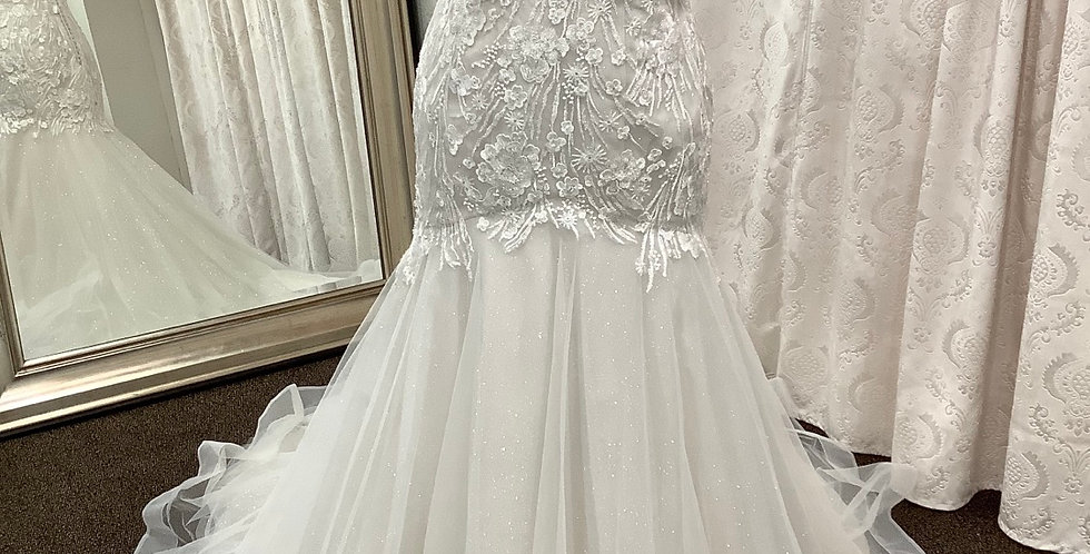 8695, Private Collection 520 size 16 ivory-oyster