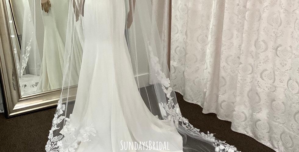 Veil, CS017 Cathedral length, Diamond White