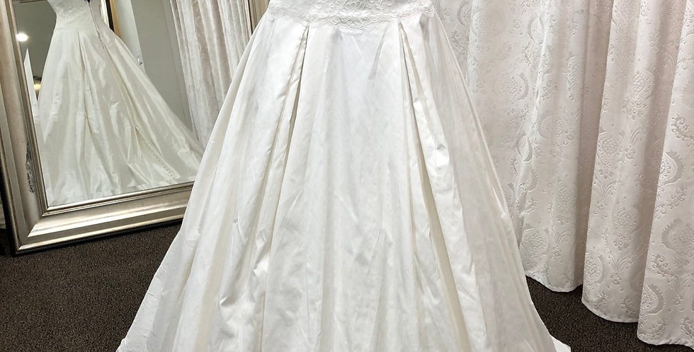 8612, Simply Classic 21026 size 8 ivory
