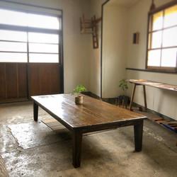 古床材のローテーブル