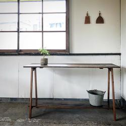 古床材の折りたたみテーブル